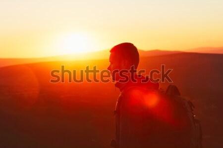 Gezgin gün batımı şaşırtıcı siluet genç dağ Stok fotoğraf © Chalabala
