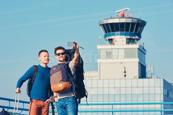Havaalanı iki arkadaşlar birlikte Stok fotoğraf © Chalabala
