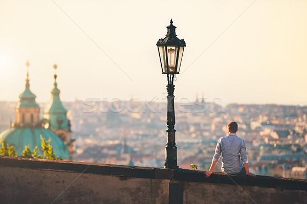Gündoğumu şehir genç oturma duvar izlerken Stok fotoğraf © Chalabala