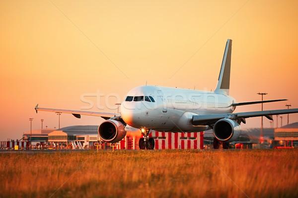Trafik havaalanı gün batımı ışık uçak pist Stok fotoğraf © Chalabala