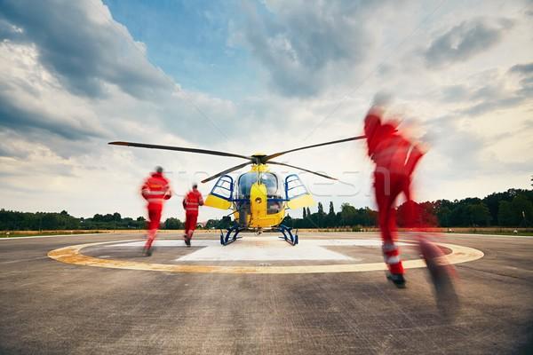Hava kurtarmak hizmet Alarm takım paraşütçü askeri doktor Stok fotoğraf © Chalabala
