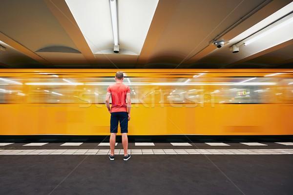 Ruchu metra młody człowiek czeka człowiek podróży Zdjęcia stock © Chalabala