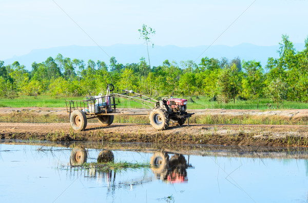 Tracteur thai agriculteur marche cultivé sol Photo stock © chatchai