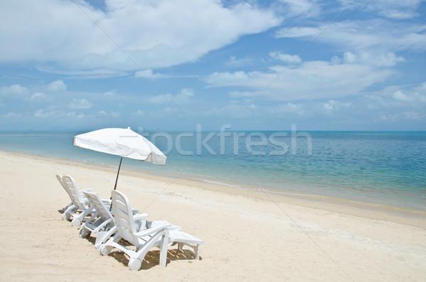 Krzesła parasole plaży piękna tropikalnych Zdjęcia stock © chatchai