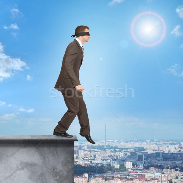 ビジネスマン 徒歩 エッジ 建物 屋根 男 ストックフォト © cherezoff
