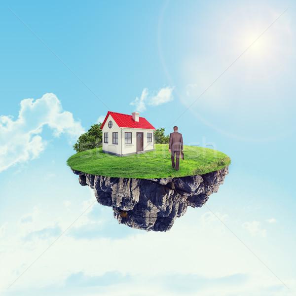 Casa bianca imprenditore isola cielo nubi costruzione Foto d'archivio © cherezoff