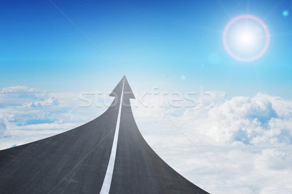 Snelweg weg omhoog pijl snelweg hemel Stockfoto © cherezoff