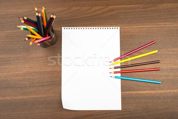 Boş dikkat yaprak boya kalemleri ahşap masa kâğıt Stok fotoğraf © cherezoff