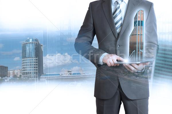 Сток-фото: бизнесмен · костюм · таблетка · 3D · город