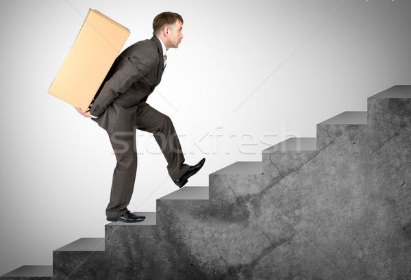 W średnim wieku człowiek biznesu trudny zadanie w górę schody Zdjęcia stock © cherezoff