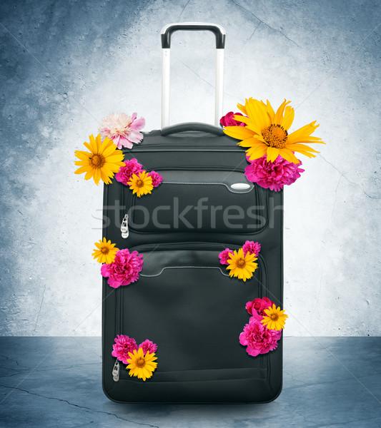 荷物 花 グレー 壁 ボックス ロック ストックフォト © cherezoff