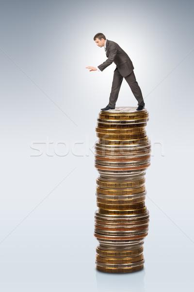 üzletember görbület érmék köteg sétál perem Stock fotó © cherezoff