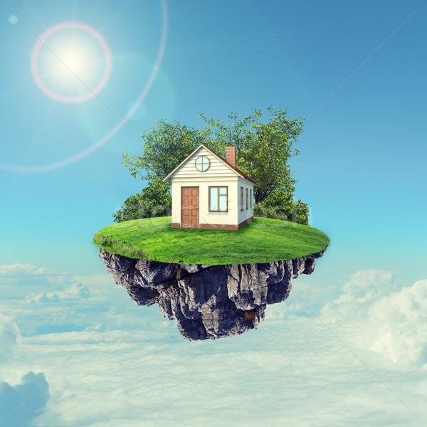 Casa blanca marrón techo isla cielo nubes Foto stock © cherezoff