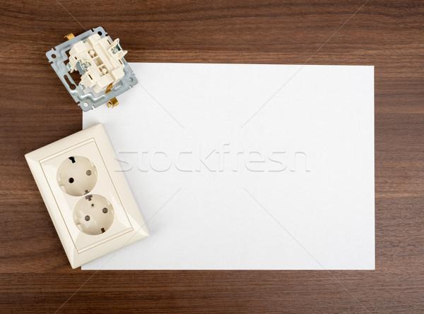 Scheda vuota presa tavolo in legno carta carta bianco Foto d'archivio © cherezoff