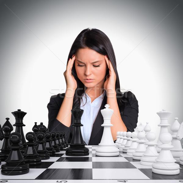 Stok fotoğraf: Kayıp · düşünce · kadın · bakıyor · satranç · tahtası · işkadını