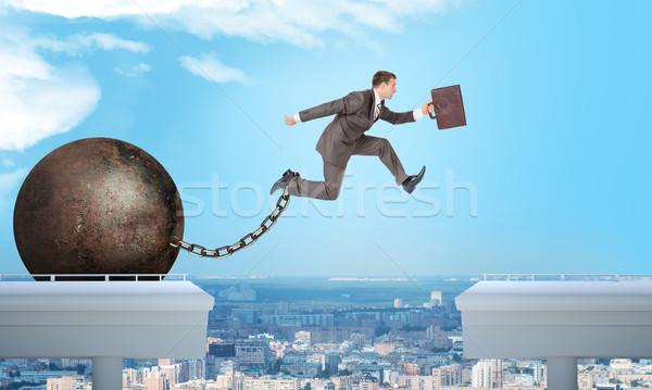 Afbeelding jonge zakenman springen kloof koffer Stockfoto © cherezoff