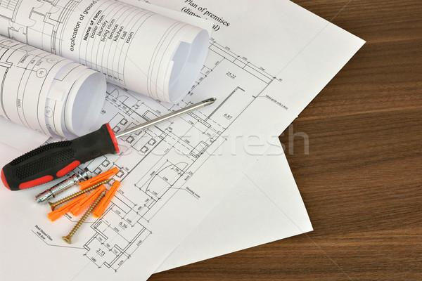 Bouw tekeningen schroevendraaier houten oppervlak bureau Stockfoto © cherezoff