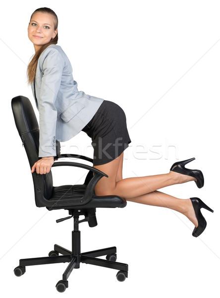üzletasszony térdel irodai szék néz kamera karok Stock fotó © cherezoff