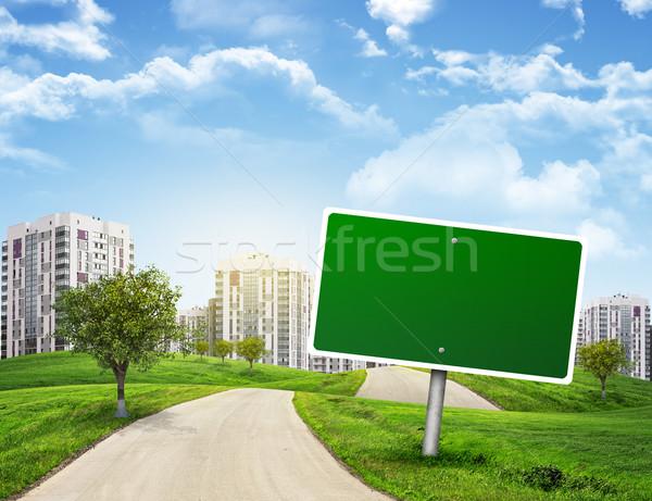 Groene billboard boom weg lopen grasachtig Stockfoto © cherezoff