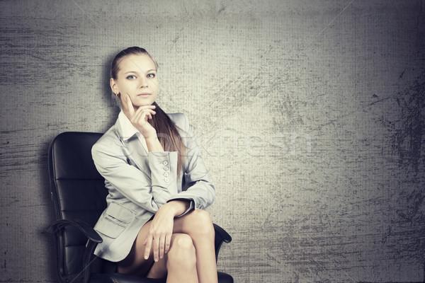 деловая женщина офисные кресла глядя камеры Гранж женщину Сток-фото © cherezoff