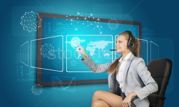 Geschäftsfrau Headset Touchscreen Schnittstelle Weltkarte andere Stock foto © cherezoff