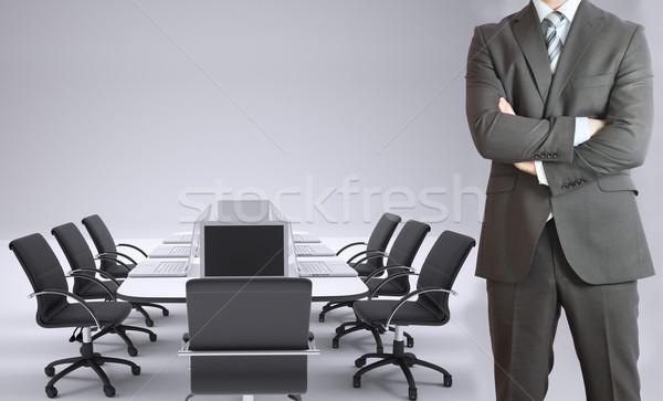 üzletember konferencia asztal laptopok áll keresztbe tett kar Stock fotó © cherezoff