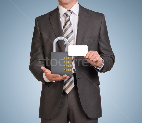 Empresario mantener vacío tarjeta cerradura de combinación traje Foto stock © cherezoff