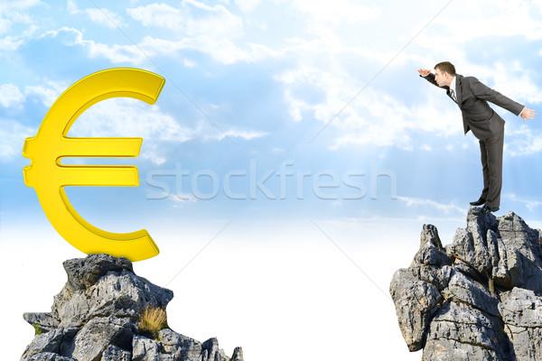 ビジネスマン 立って エッジ 岩 山 見える ストックフォト © cherezoff