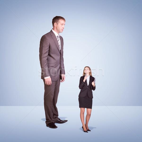 Alto imprenditore guardando verso il basso piccolo donna pen Foto d'archivio © cherezoff