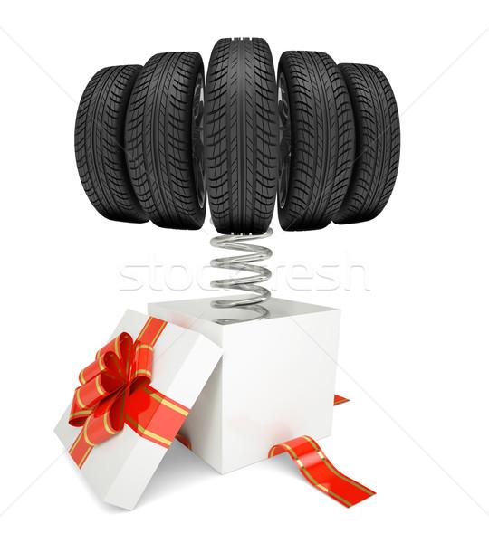 Scatola regalo rosso band auto pneumatici primavera Foto d'archivio © cherezoff