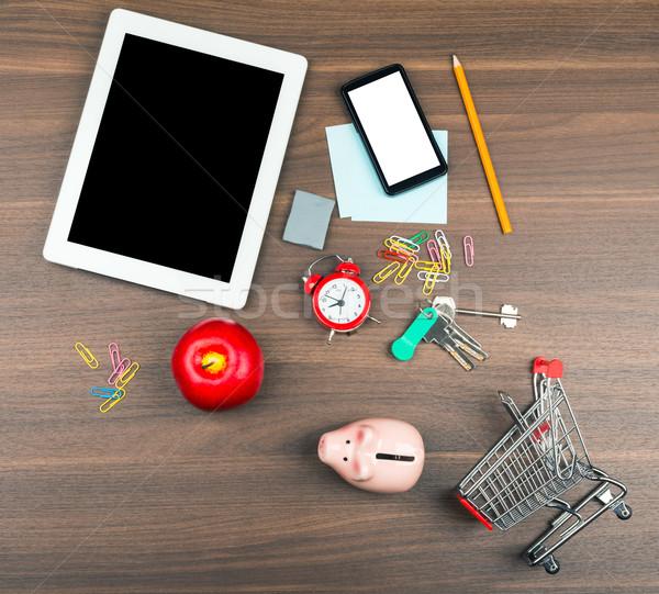 Bevásárlókocsi irodaszerek tabletta fa asztal telefon fa Stock fotó © cherezoff