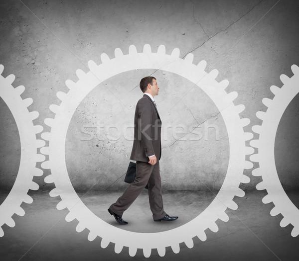 Empresario Cog rueda caminando resumen oficina Foto stock © cherezoff