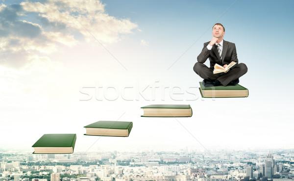Stockfoto: Jonge · man · toevallig · vergadering · ladder · stappen · pak