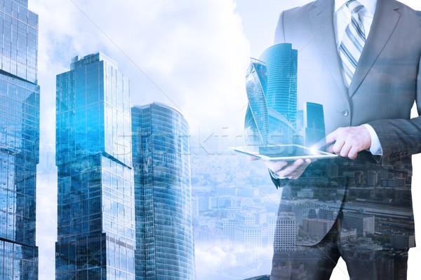 Сток-фото: бизнесмен · таблетка · 3D · город · модель