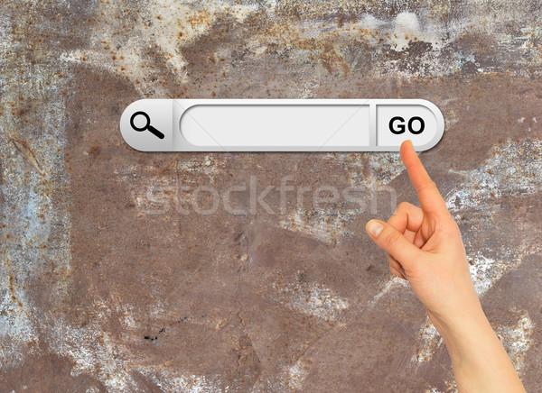 Emberi kéz keresés bár böngésző öreg rozsdás Stock fotó © cherezoff