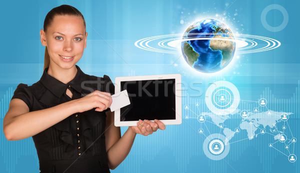 Gülümseyen kadın tablet boş kart gülen genç kadın 3D Stok fotoğraf © cherezoff