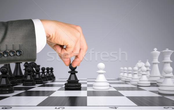 Empresario mano tocar peón figura tablero de ajedrez Foto stock © cherezoff