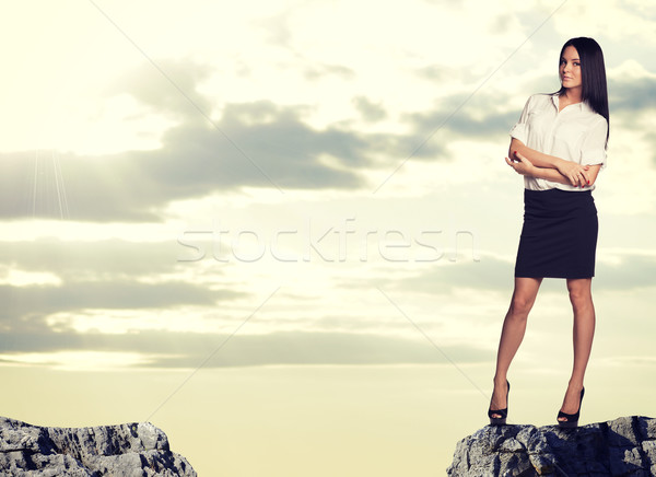 Işkadını ayakta kenar kaya boşluk Stok fotoğraf © cherezoff