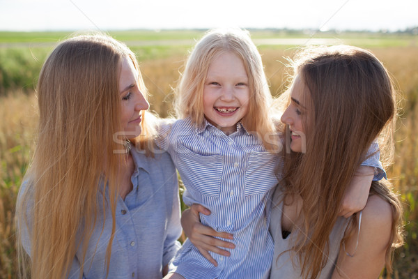 Güzel genç anne küçük kız Stok fotoğraf © chesterf