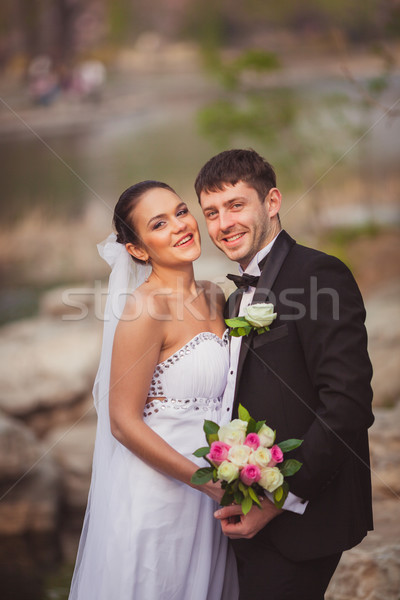 Couple permanent lac pierres mariage Photo stock © chesterf