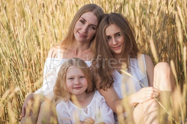 Gyönyörű fiatal anya búzamező napos idő nő Stock fotó © chesterf