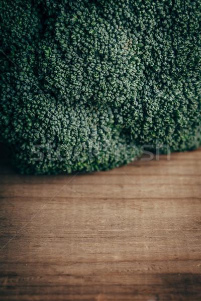 Fresche verde broccoli tavolo in legno primo piano copia spazio Foto d'archivio © chesterf