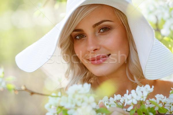Mulher loira jardim belo cabeça ombros retrato Foto stock © chesterf