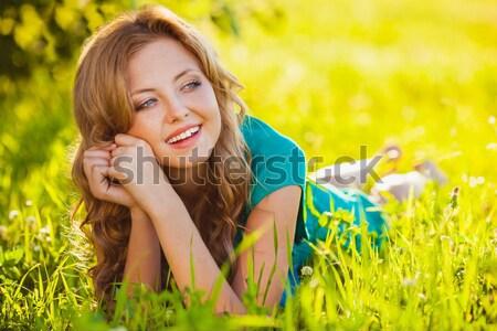Feliz mujer rubia parque hierba nina sonrisa Foto stock © chesterf