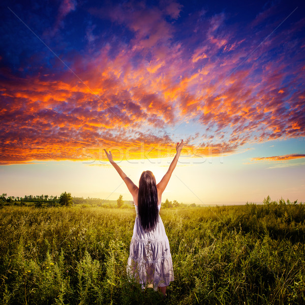 Mulher campo pôr do sol belo céu mão Foto stock © chesterf