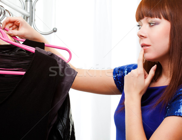 Zdjęcia stock: Kobieta · ubrania · sklepu · imbir · biały