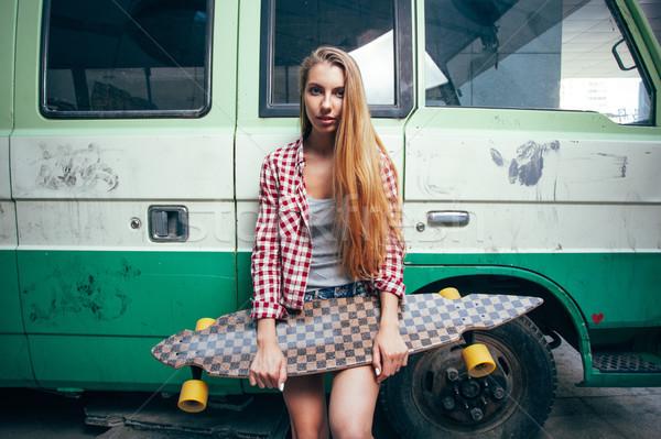 молодые красивая женщина серьезно красивой Постоянный Сток-фото © chesterf