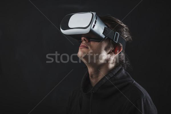 Zdjęcia stock: Człowiek · stałego · faktyczny · rzeczywistość · kask · ciemne