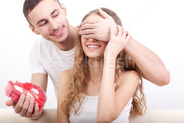 Homem caixa namorada moço coberto olhos Foto stock © chesterf