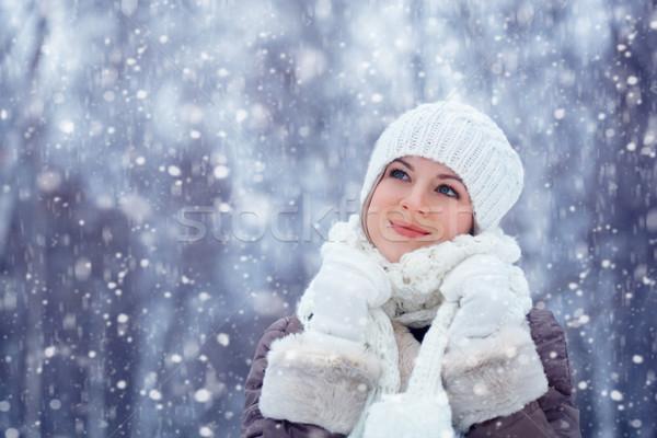 Gyönyörű nő sétál kint hóesés gyönyörű szőke nő Stock fotó © chesterf